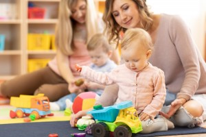 Помощник воспитателя: организация и содержание деятельности в условиях